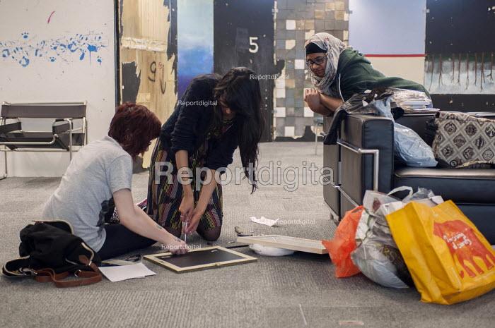 Illustration students preparing their final degree show, Birmingham City University - Timm Sonnenschein - 2014-06-06