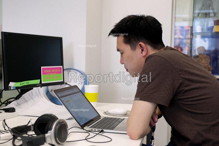 Animation tutor reading an email, Birmingham City University - Timm Sonnenschein - 2014-06-13