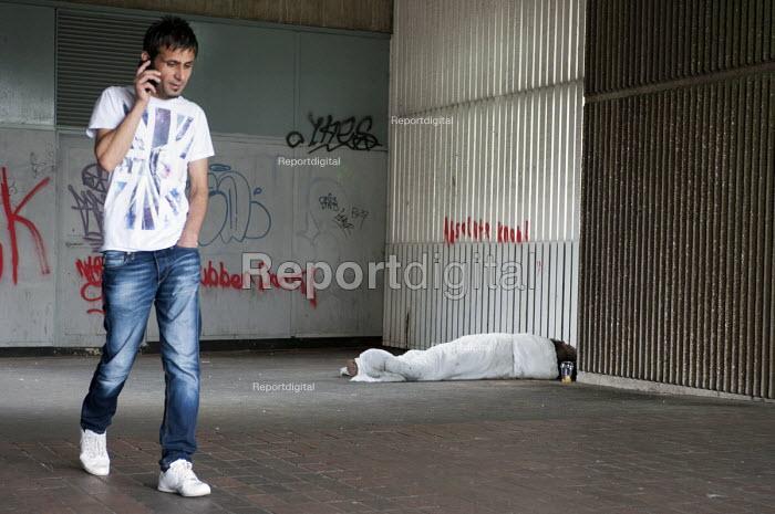 Homeless man sleeping rough in an underpass, Paradise Circus, Birmingham - Timm Sonnenschein - 2014-07-10