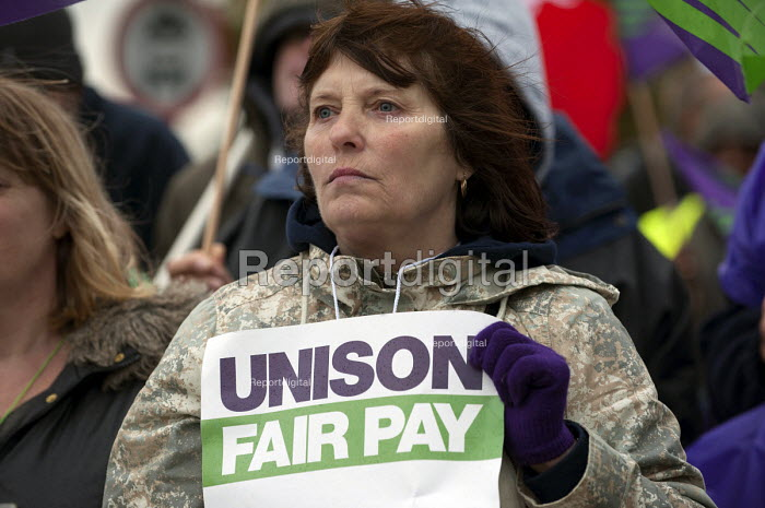 UNISON NHS staff strike in dispute over pay, Queen Elizabeth Hospital Birmingham - Timm Sonnenschein - 2014-10-13