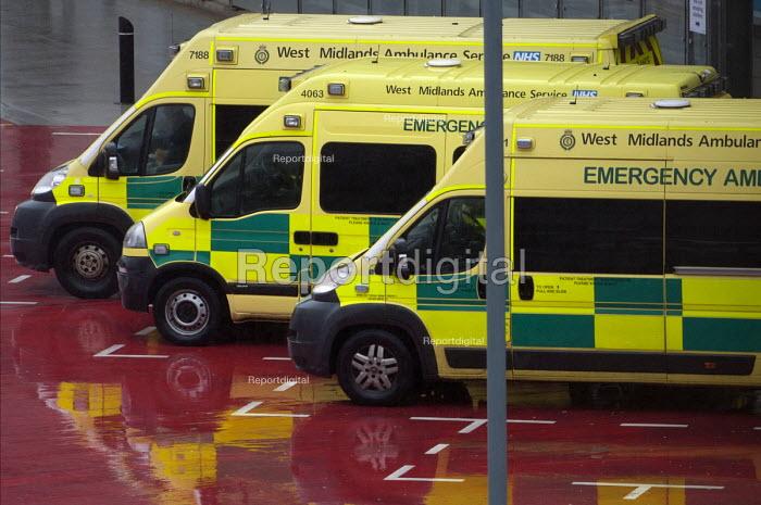 Ambulances outside A&E, Queen Elizabeth Hospital, Birmingham - Timm Sonnenschein - 2015-01-12