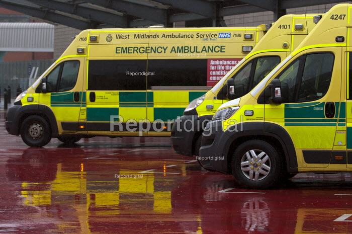 Ambulances outside A&E, Queen Elizabeth Hospital, Birmingham - Timm Sonnenschein - 2015-01-12