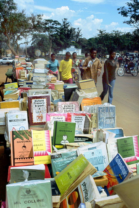 A stall in central Kigali sell ing language, dictionaries and other educational books, Rwanda, 2003 - Steven Langdon - 2003-03-01