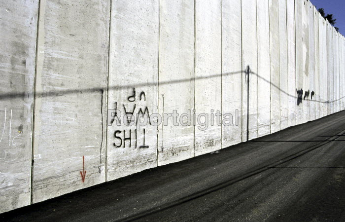 Graffiti on the Israeli security wall in the Abu Dis area of East Jerusalem. West Bank, 2005 - Steven Langdon - 2005-10-28