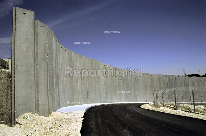 Israels security wall separating the Palestinian settlement, Abu Dis, and East Jerusalem. West Bank 2005 - Steven Langdon - 2005-10-30