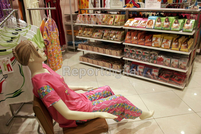 Spencers mall, located in Gurgaon, near Delhi. It is an offshore departmental shopping mall. - Tashi Tobgyal - 2008-01-27
