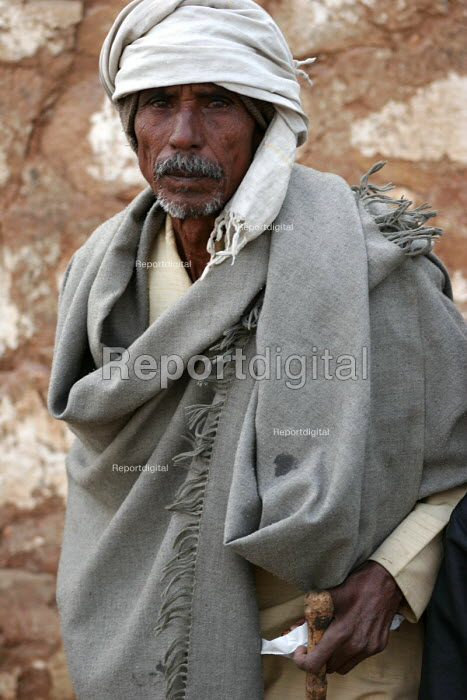 Bundelkhand in central India is reeling under a severe water crisis. With much of the region not having monsoons for the past four years, farmlands have gone dry and crop less. Many people are unable to provide for their basic needs. - Tashi Tobgyal - 2008-01-31