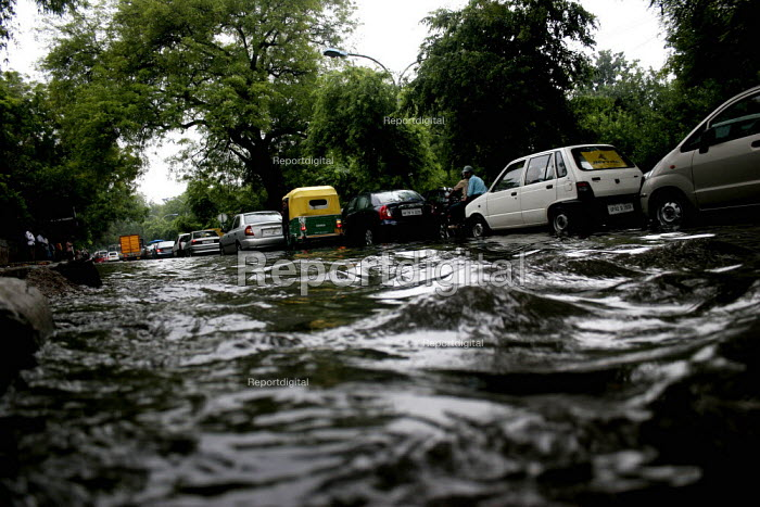 Flooded roads during the monsoon, in Delhi. - Tashi Tobgyal - 2009-02-03