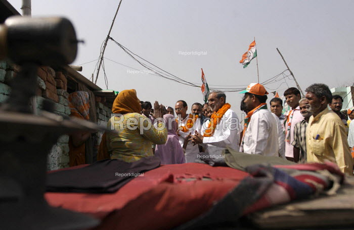 Sajjan Kumar campaigning with his brother Ramesh Kumar of the Congress party on the last day of Campaigns in Tughlaqabad, New Delhi. United Progressive Alliance (UPA) - Tashi Tobgyal - 2009-05-05