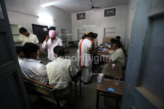 Voters register their names be fore casting their vote at the Shastri nagar polling station in the Chandni Chowk constituency in New Delhi. The Capital New Delhi went to polls on thursday. - Tashi Tobgyal - 2009-05-07