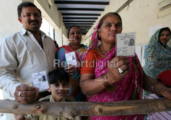 Voters await to cast their vote at a polling station in Chandni Chowk constituency in new Delhi. The Capital went to polls on thursday. - Tashi Tobgyal - 2009-05-07
