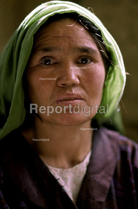 Sakina a widow after her husband was killed in the Afghan civil war, and now has five children to look after. Kabul, Afghanistan 2002 - Thomas Morley - 2002-03-05