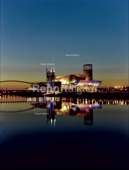 The Lowry, Salford Quays Manchester. - Len Grant - 2000-03-01