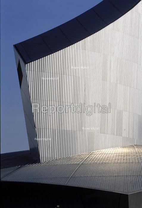 Imperial War Museum North, Air Shard. - Len Grant - 2002-03-01