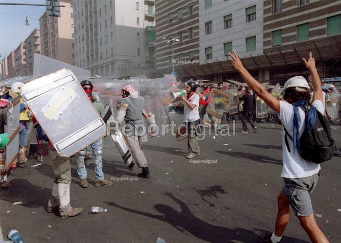 Organising Anti Capitalist protesters confrontation with riot police , Genoa G8 summit. - Paul Mattsson - 2001-07-20
