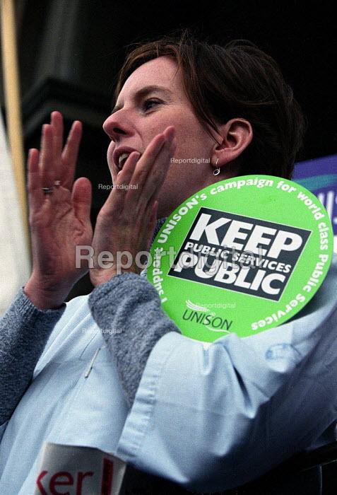 UNISON nurse from the Royal London Hospital protests against PFI privatisation. - Paul Mattsson - 2001-09-19