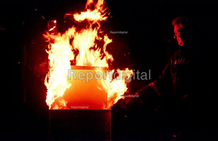 FBU Firefighters 48 Hour National Pay Strike. Picket of Homerton Fire Station, Hackney, East London - Paul Mattsson - 2003-01-29