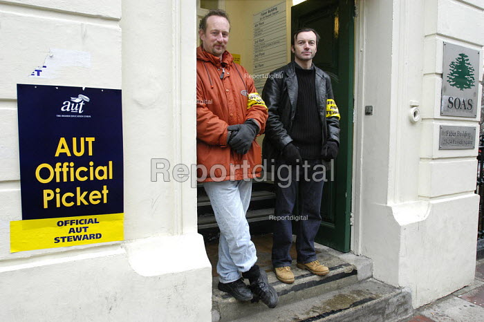 AUT national pay strike. Picket of the School of Oriental and African Studies, University of London. - Paul Mattsson - 2004-02-24