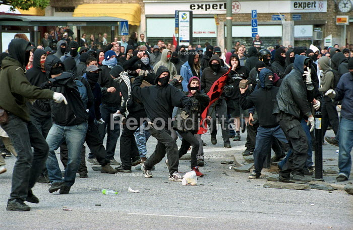 Protest against European Union summit meeting, Gothenburg Sweden. Protesters throw bricks and cobblestones at police - Paul Mattsson - 2001-06-15