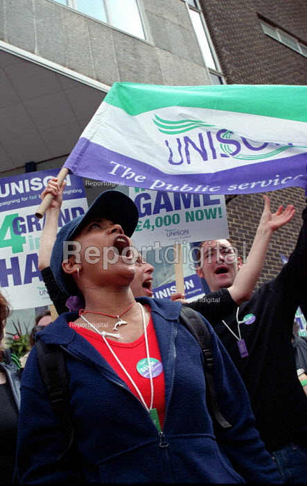Unison lobby of pay negotiations at the Association of London Govenment - Paul Mattsson - 2002-06-13
