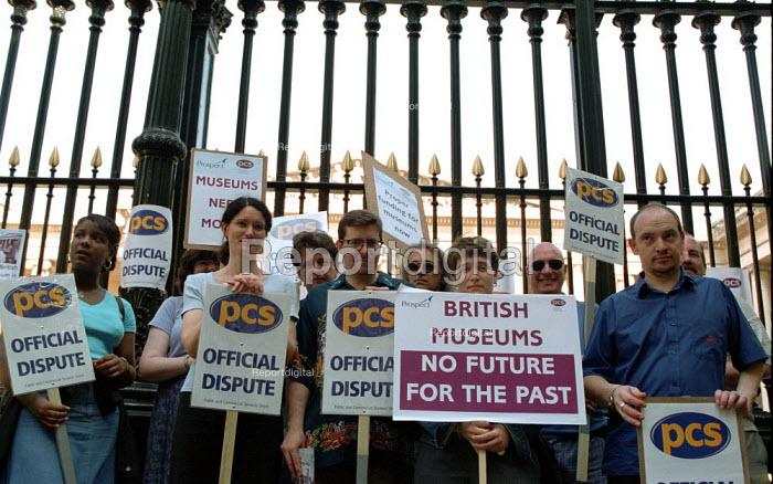 PCS and Prospect strike at the British Museum - Paul Mattsson - 2002-06-17