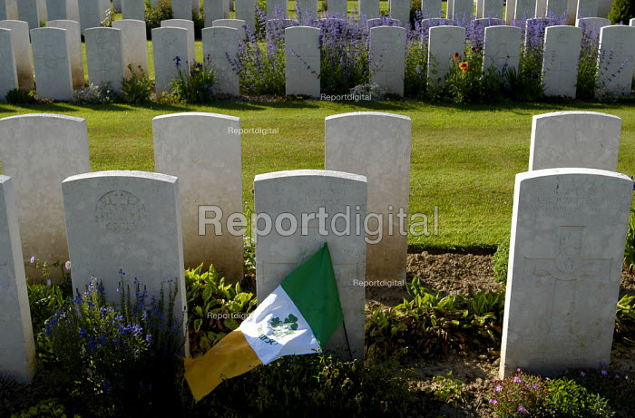 British and Commonwealth first world war cemetery at Mont Huon, Somme region, France. There are around 3000 soldiers buried here. A tricolor lies on the grave of an Irish soldier - Paul Mattsson - 2004-06-07