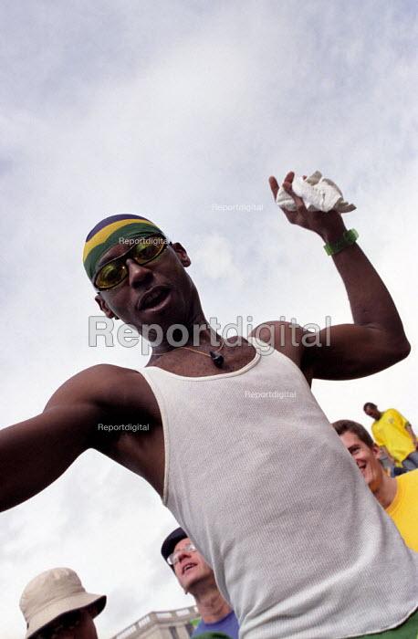 Brazil football fans celebrate World Cup victory in Trafalgar Square - Paul Mattsson - 2002-06-30