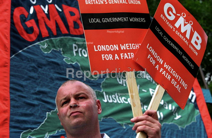 GMB banner, council workers strike against low pay. Rally at Potters Field - Paul Mattsson - 2002-07-17