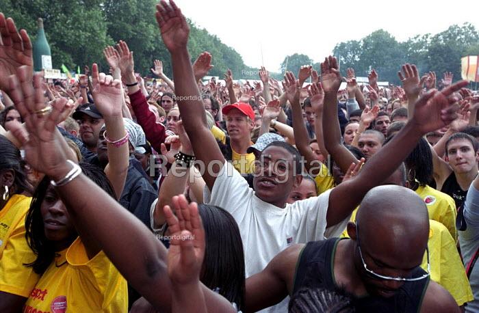 Respect anti racist festival in Victoria Park, East London - Paul Mattsson - 2002-07-20