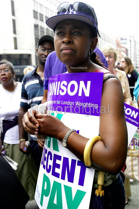 Unison council workers strike for fair London weighting, lobby of negoitations at the Association of London Government - Paul Mattsson - 2003-07-16