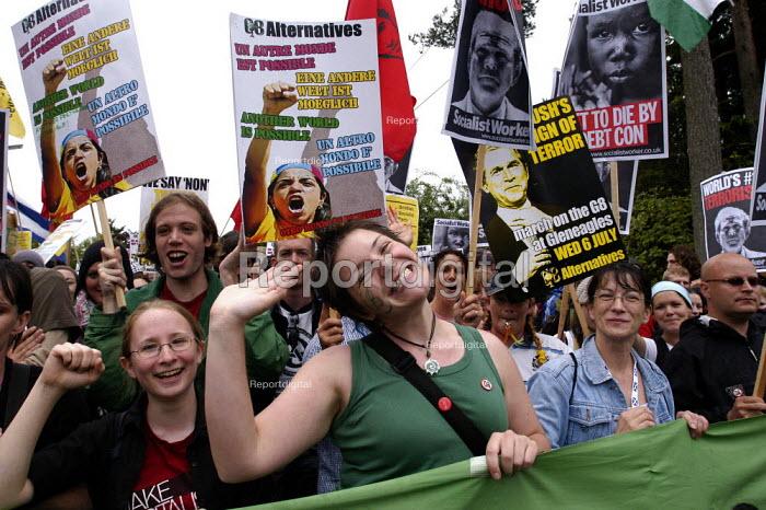 G8 Alternatives march through Auchterarder, Perthshire, G8 summit - Paul Mattsson - 2005-07-06