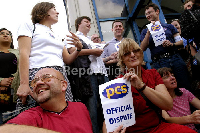 DWP PCS civil servants national two day pay strike. Picket of Stratford social security offices East London - Paul Mattsson - 2004-07-30