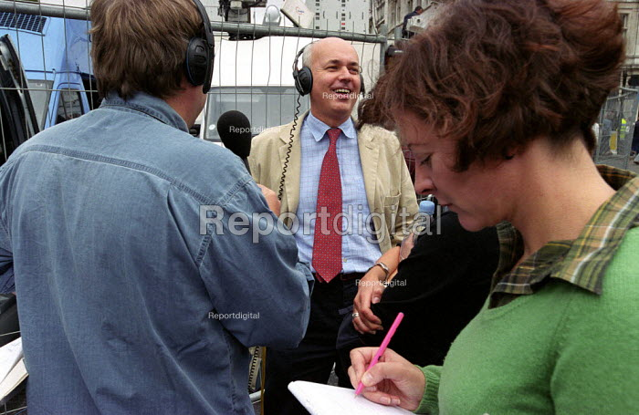 Conservative Party leader Iain Duncan Smith being interviewed by the media at the Countryside Alliance march - Paul Mattsson - 2002-09-23