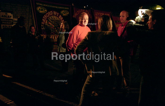 Bob Crow RMT being interviewed by tv journalist, London Underground strike, 6am picket of Leytonstone station - Paul Mattsson - 2002-10-02
