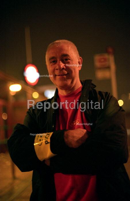 London Underground strike, 6am picket of Leytonstone station - Paul Mattsson - 2002-10-02