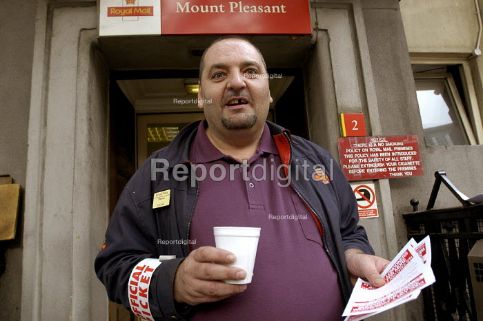 CWU postal workers 24 hour strike for an increase in their London wieghting. Striker on the picket line at Mount Pleasant sorting office in Central London - Paul Mattsson - 2003-10-01