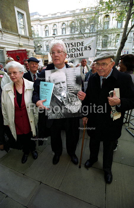 Demonstration outside the Department of Work and Pensions,Whitehall calling for an increase in the State Pension. Organised by the National Pensioners Convention. Former UNISON Gen Sec and current NPC President Rodney Bickerstaffe with former NPC President Jack Jones - Paul Mattsson - 2002-11-11