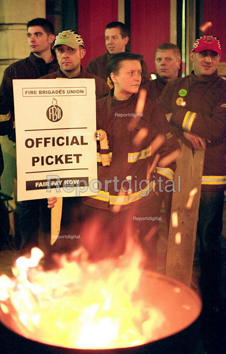 FBU Firefighters National Pay Strike. Picket of Islington Fire Station, North London - Paul Mattsson - 2002-11-13