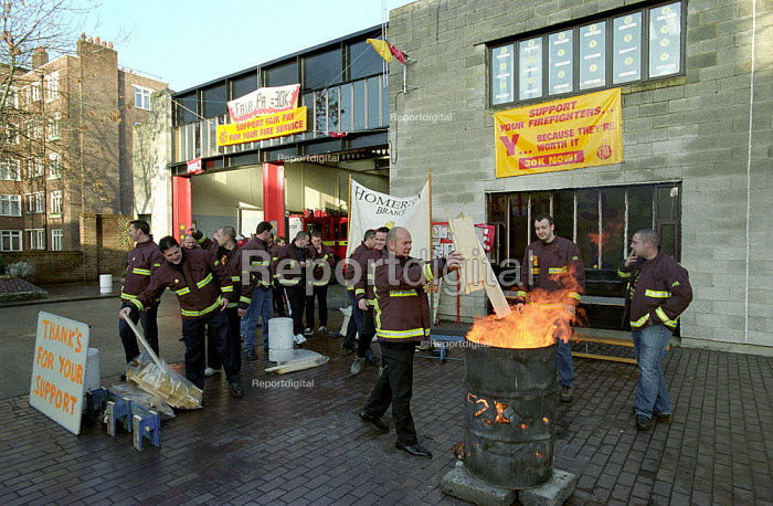 FBU Firefighters National Pay Strike. Homerton Fire Station, Hackney, East London. 9am Walkout on First Day of Eight Day Strike - Paul Mattsson - 2002-11-22
