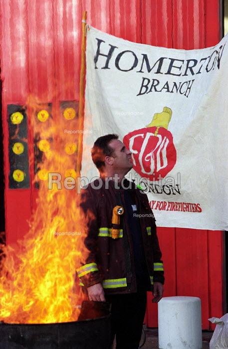 FBU Firefighters National Pay Strike. Homerton Fire Station, Hackney, East London. - Paul Mattsson - 2002-11-22