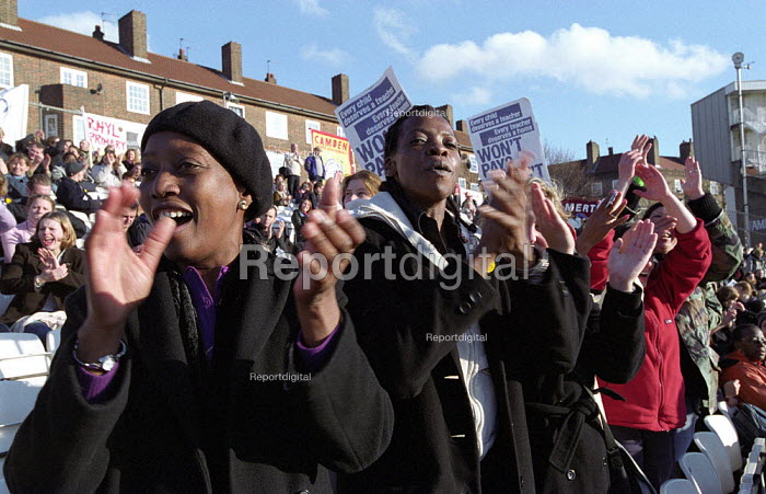 London NUT, NASUWT and UNISON members demonstrate in support of their One Day Strike for an Increase in London Weighting. Rally in Oval Cricket Ground, South London - Paul Mattsson - 2002-11-26