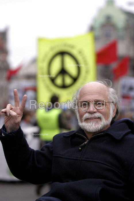 Ron Kovic Stop The War Coalition demonstration against the visit of US President George W Bush to the UK.Disabled Vietnam war veteran and peace campaigner Ron Kovic, whose story featured in the film Born On The Fourth of July leads the march through London - Paul Mattsson - 2003-11-20
