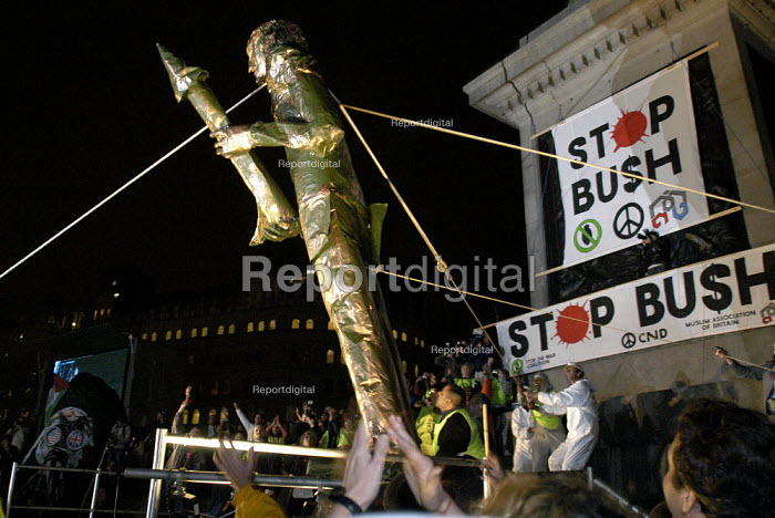 Stop The War Coalition demonstration against the visit of US President George W Bush to the UK. Symbolic toppling of statue of George W Bush in Trafalgar Square - Paul Mattsson - 2003-11-20
