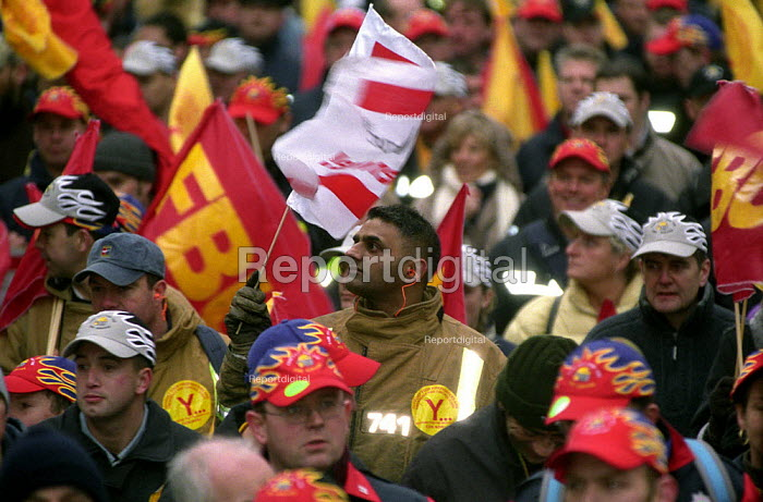 FBU, TUC National Demonstration in support of the Firefighters Pay Claim - Paul Mattsson - 2002-12-07