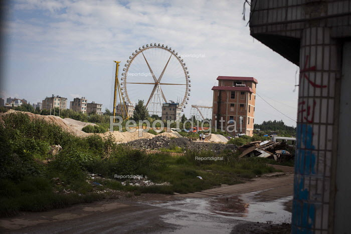 Ferrice wheel of an Amusement Park and housing construction, Kunming, Yunnan Province, China. - Connor Matheson - 2015-09-10