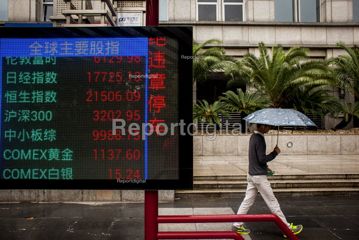 Shanghai Stock Exchange prices displayed, Lujiazui Financial District, Pudong, Shanghai, China. - Connor Matheson - 2015-10-05