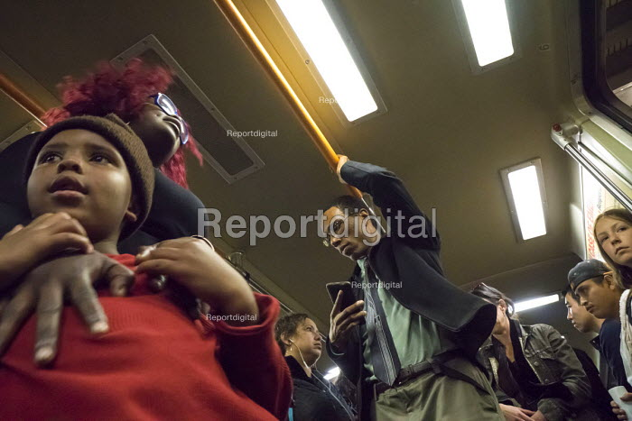 San Francisco, Passengers on the Bay Area Rapid Transit system - David Bacon - 2015-11-09