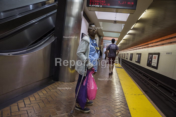 San Francisco, Passengers on the Bay Area Rapid Transit system - David Bacon - 2015-11-09