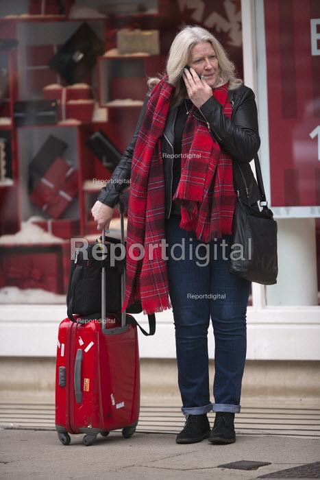 Woman tourist with luggage speaking on mobile phone, Stratford upon Avon - John Harris - 2015-11-27