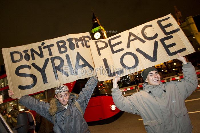 Peace Love Don't Bomb Syria protest. Parliament Square. London. - Jess Hurd - 2016-12-03